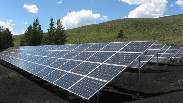 Environmental sustainability issues to use renewable energy
